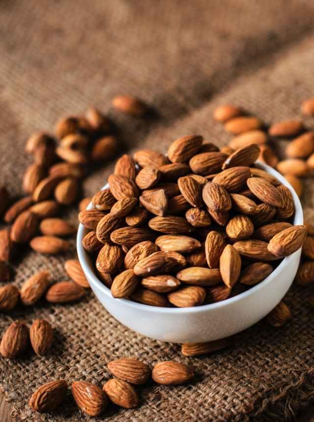almond nut organic unshelled